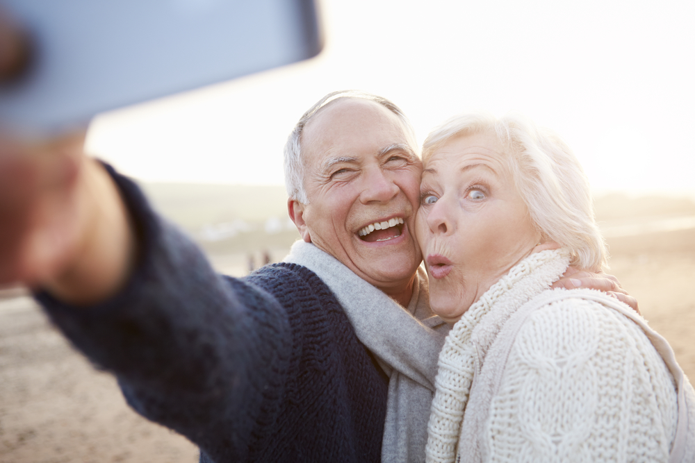 MYRNA: Online dating for seniors reviews
