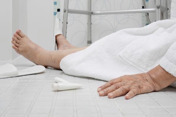 causes of falls in the elderly